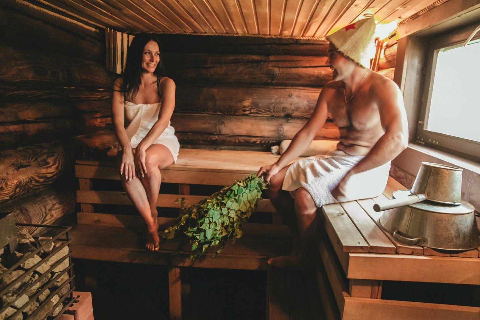 Видео женщины моются в бане
